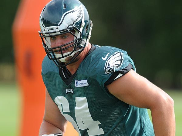 Eagles Deal Offensive Tackle Matt Tobin to Seattle for 5th Round Pick in 2018